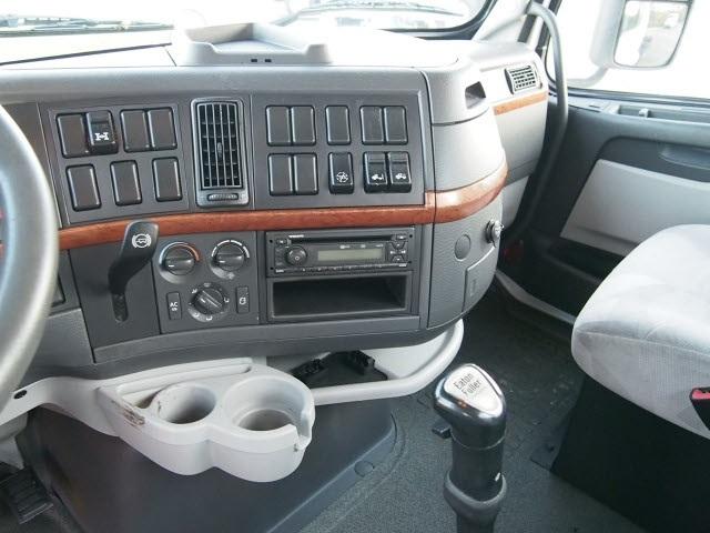 2012 Volvo VNL Sedan